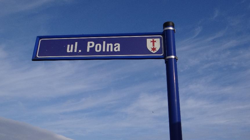 Tabliczka z nazwą ulicy Polnej w Groblicach