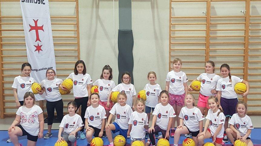 Dziewczynki z klubu KKS Siechnice